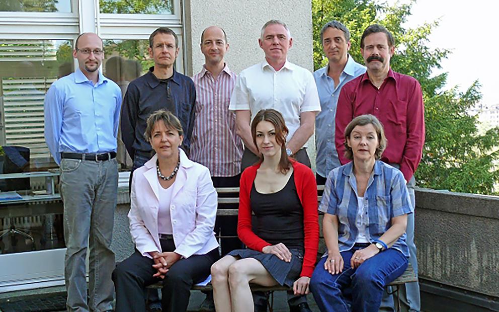Das Idiotikon-Team auf der Terrasse des Instituts (2008)