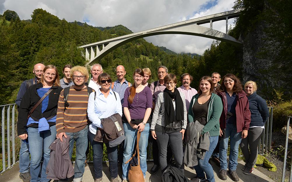 Das Idiotikon-Team auf dem Ausflug zur Salginatobelbrücke, Schuders (2013)